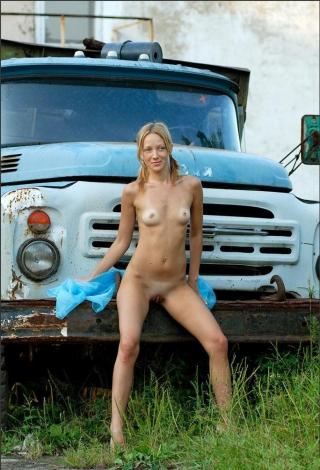 фото голые девушки и авто