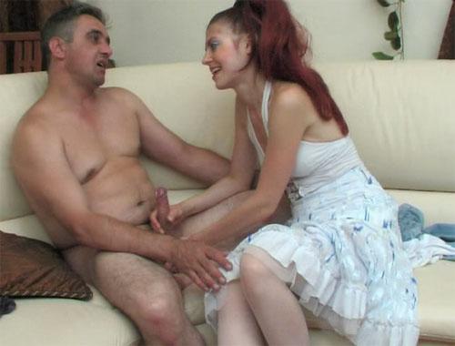 Зрелая дама захотела мужика / Парень залез к русской даме в ванную и от трахал её там