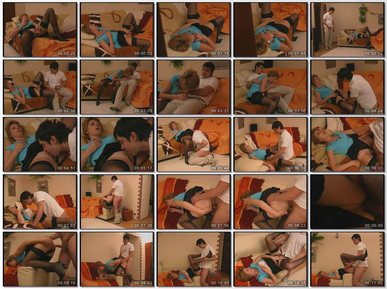 Сын застукал голую маму в спальне и отъебал 4 фотография