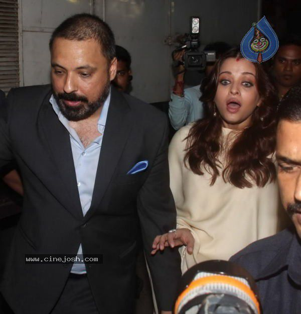 aishwarya_rai_at_shri_hanuman_chalisa_album_launch_1010110825_039.jpg