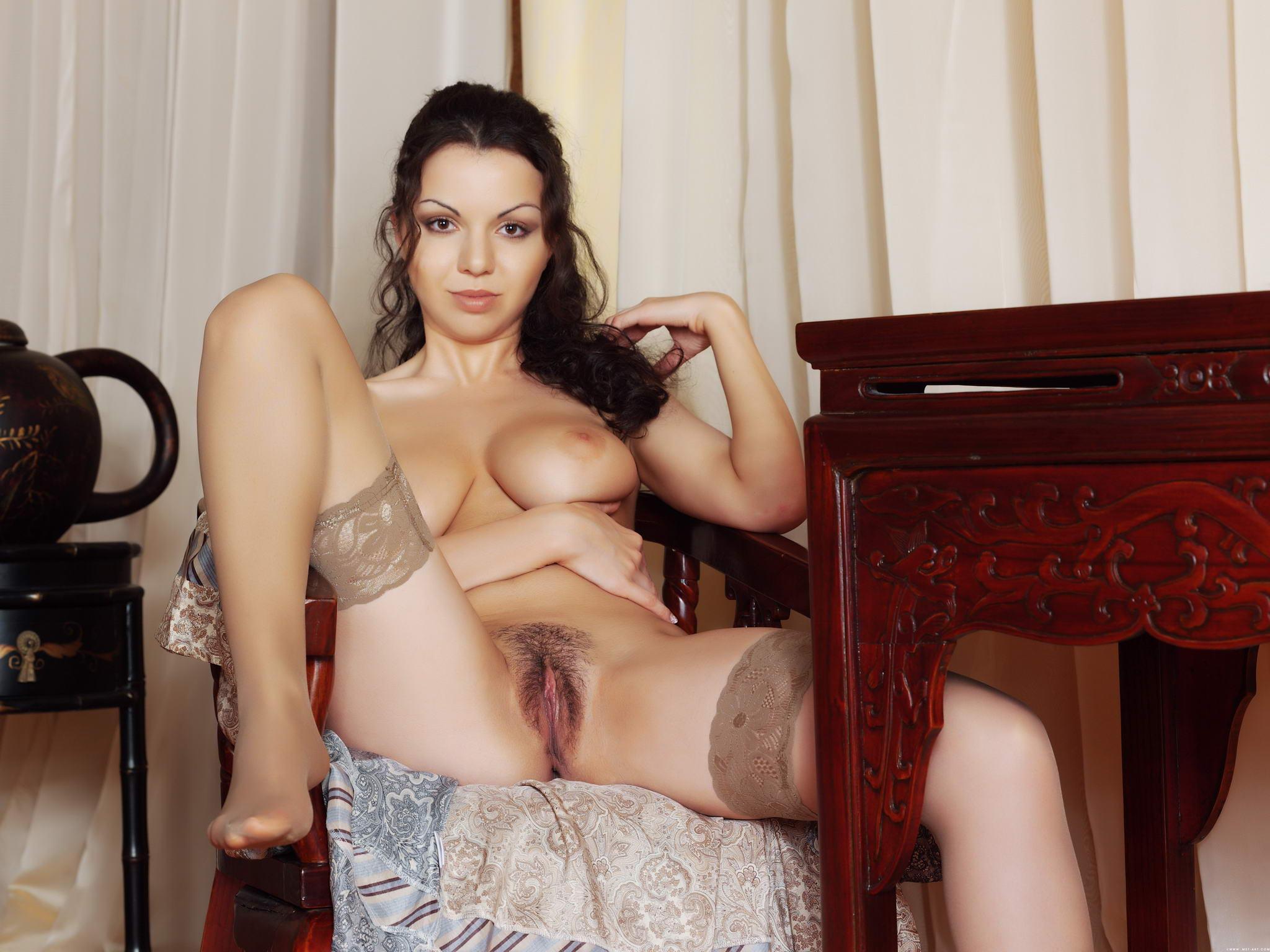 Порно брюнетки фото чулки 28 фотография
