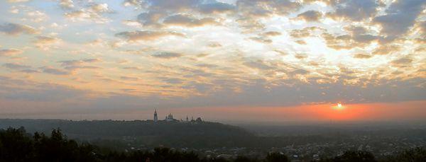 Вид на Полтавский Крестовоздвиженский монастырь