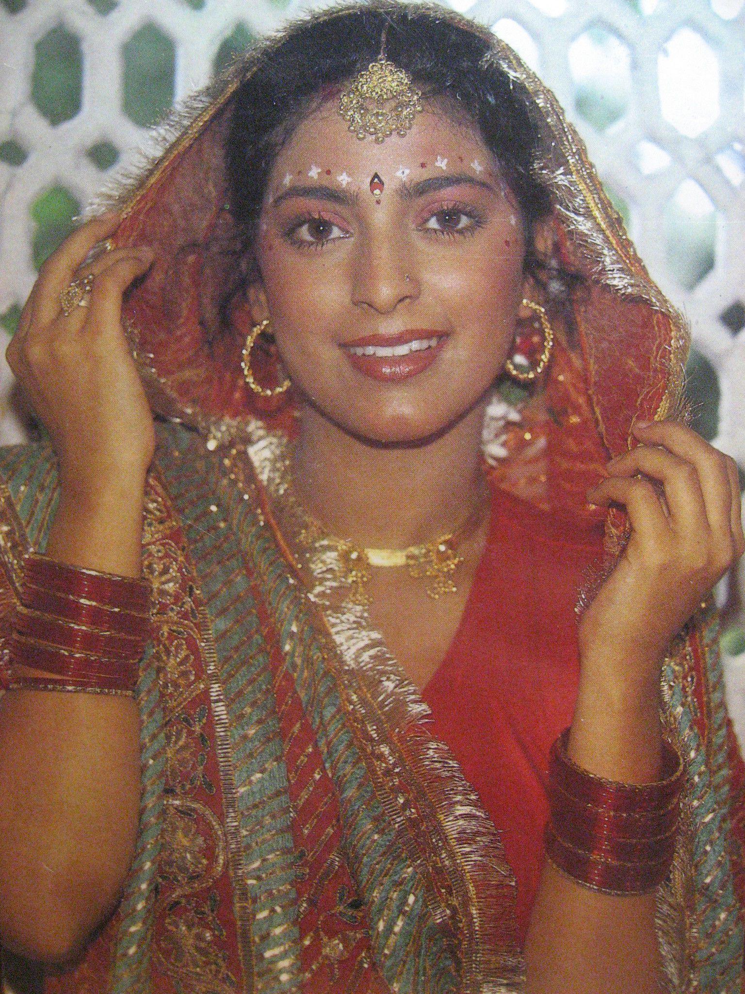 Hot Sexy Juhi Chawla Posing Naked XXX Photos - Desi Www juhi chawla photos