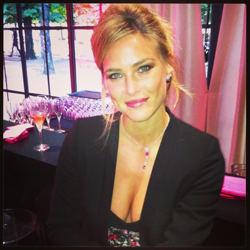 bar refaeli dating 2013 Posted november 2, 2013  bar refaeli, is ready to board on  yes amazing bar is now dating gays as no stright men want to date barbar share this post.