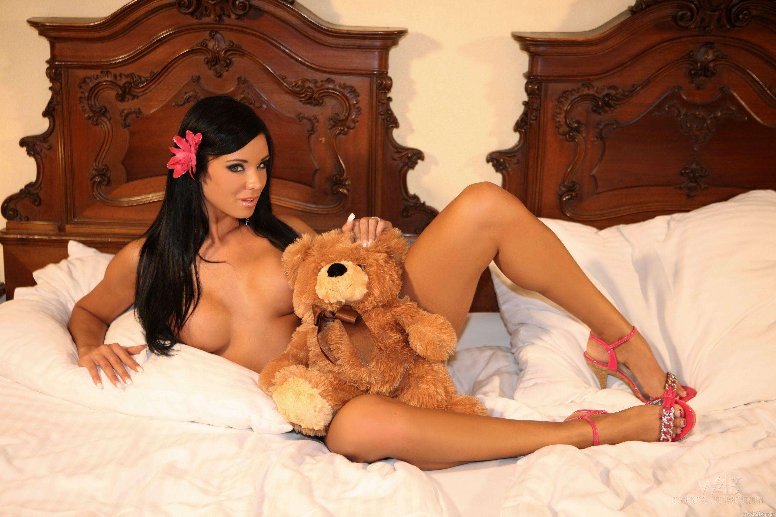 Секси девушки с игрушками 2 фотография