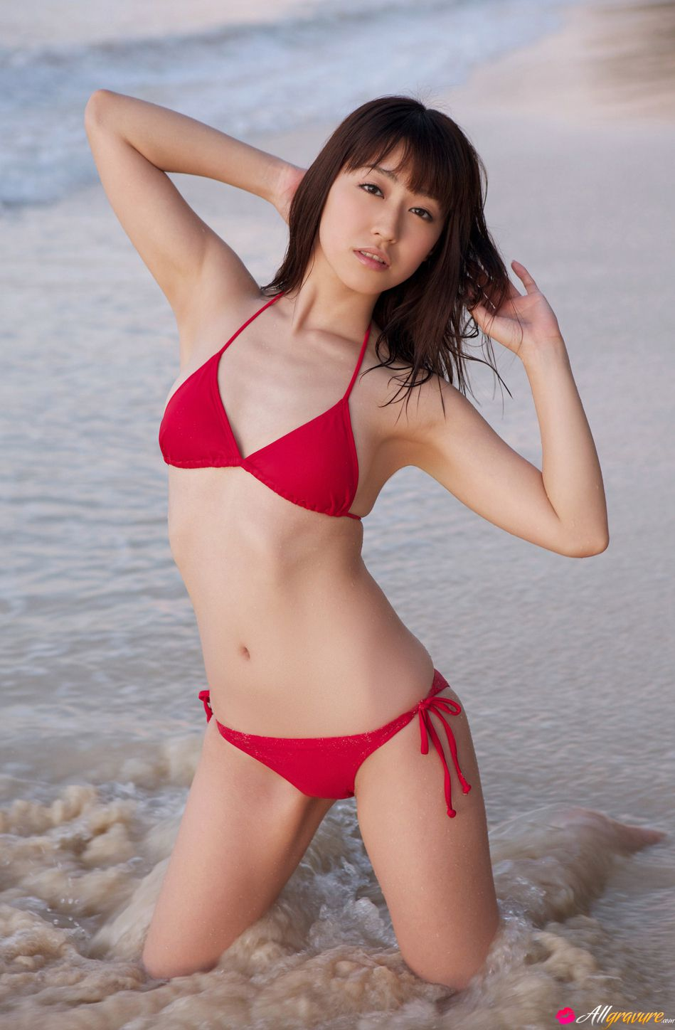 arisa-kuroda-summer-in-red