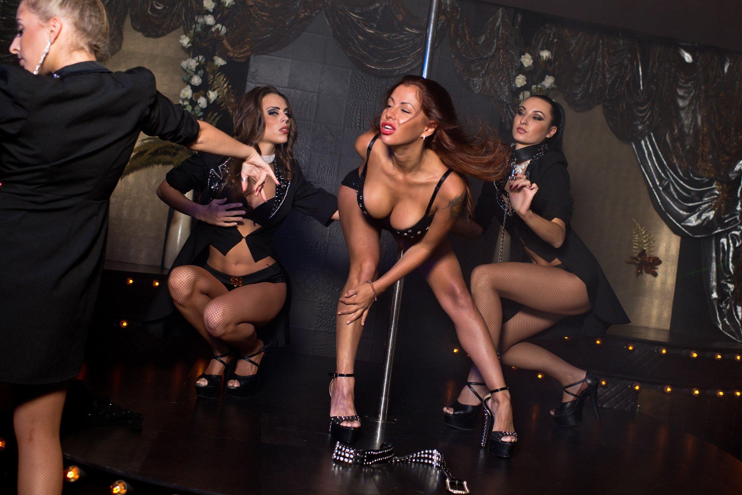 Эротическое шоу в русском клубе 14 фотография