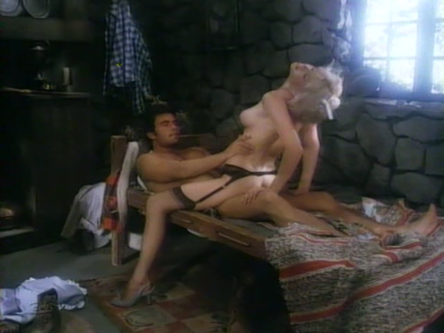 eroticheskaya-russkie-filmi-molodaya