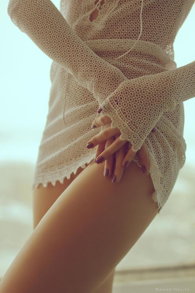 Бедро и прозрачное платье 1