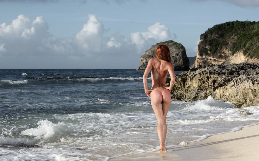 фото голых на море девушек