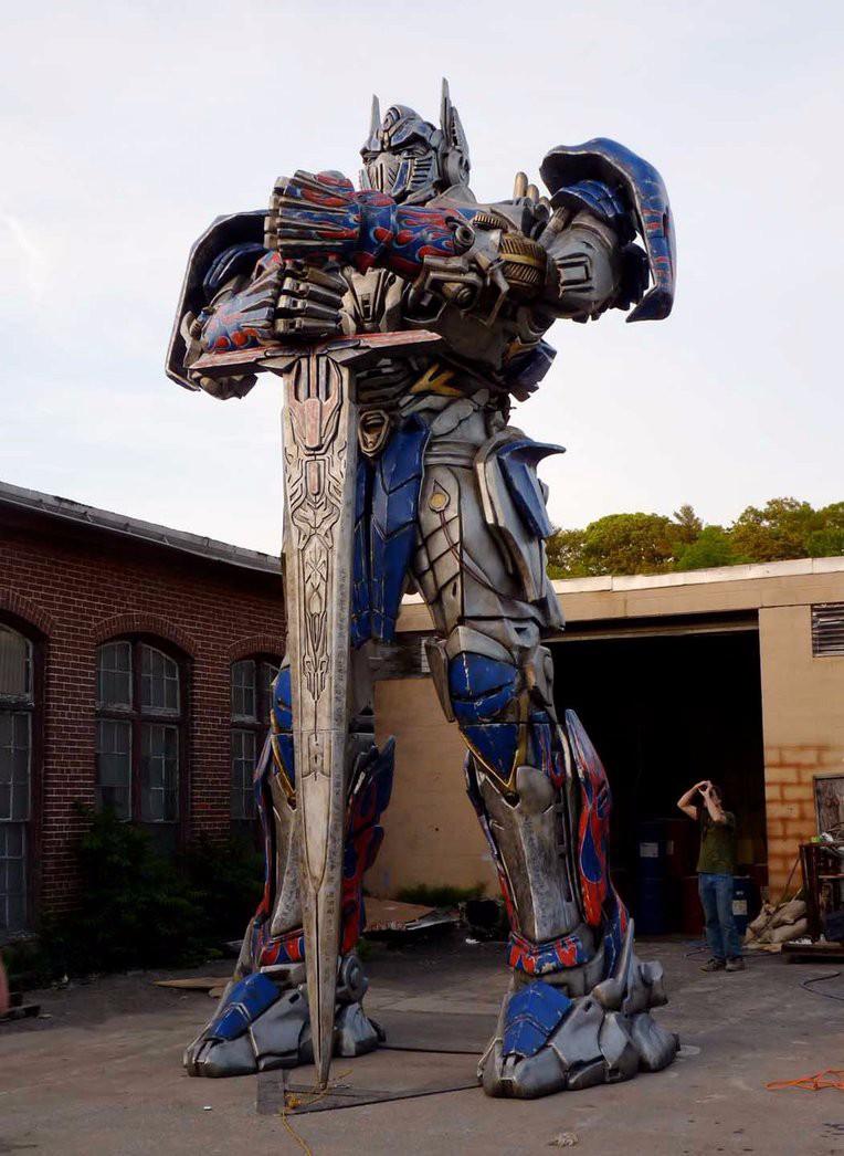 Статуя трансформер