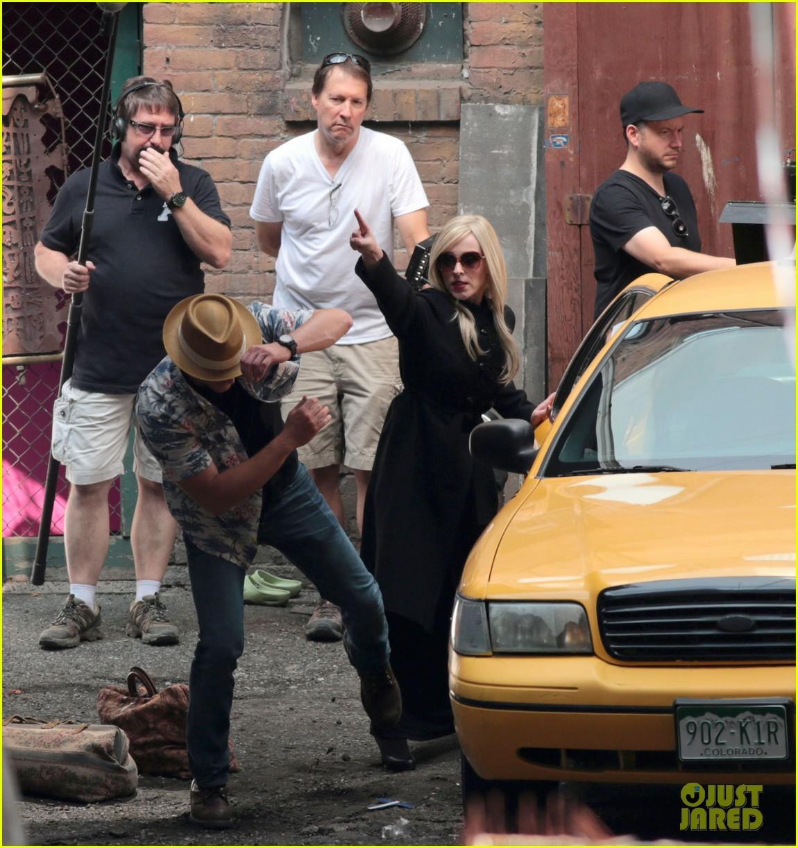 jared-padalecki-kisses-fans-supernatural-06.jpg