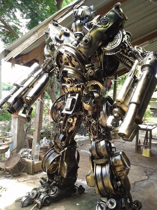Робот из мусора