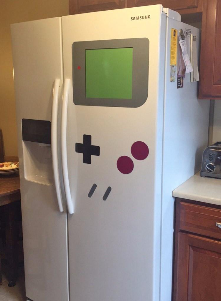 Холодильник в нинтендо-стиле