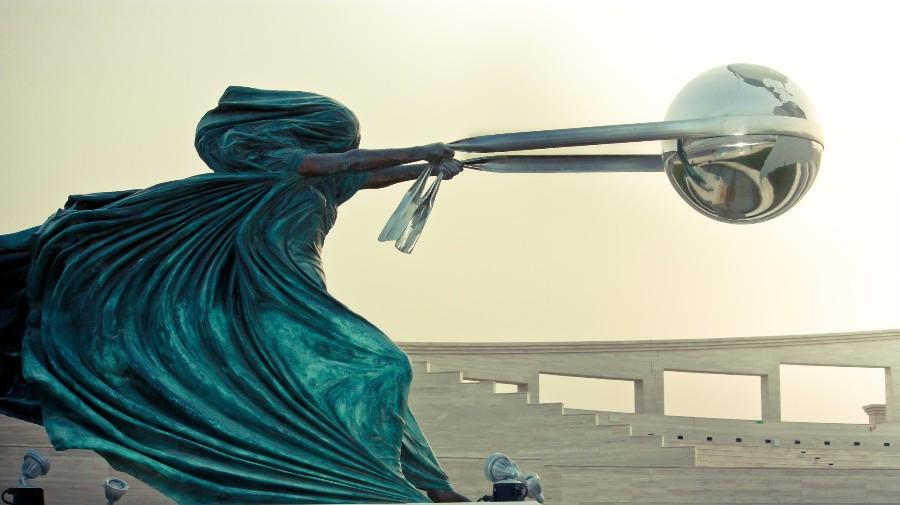 Статуя с пращой