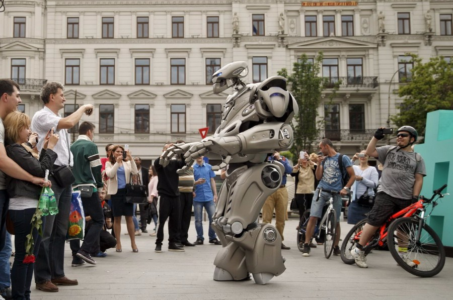 Робот на улице