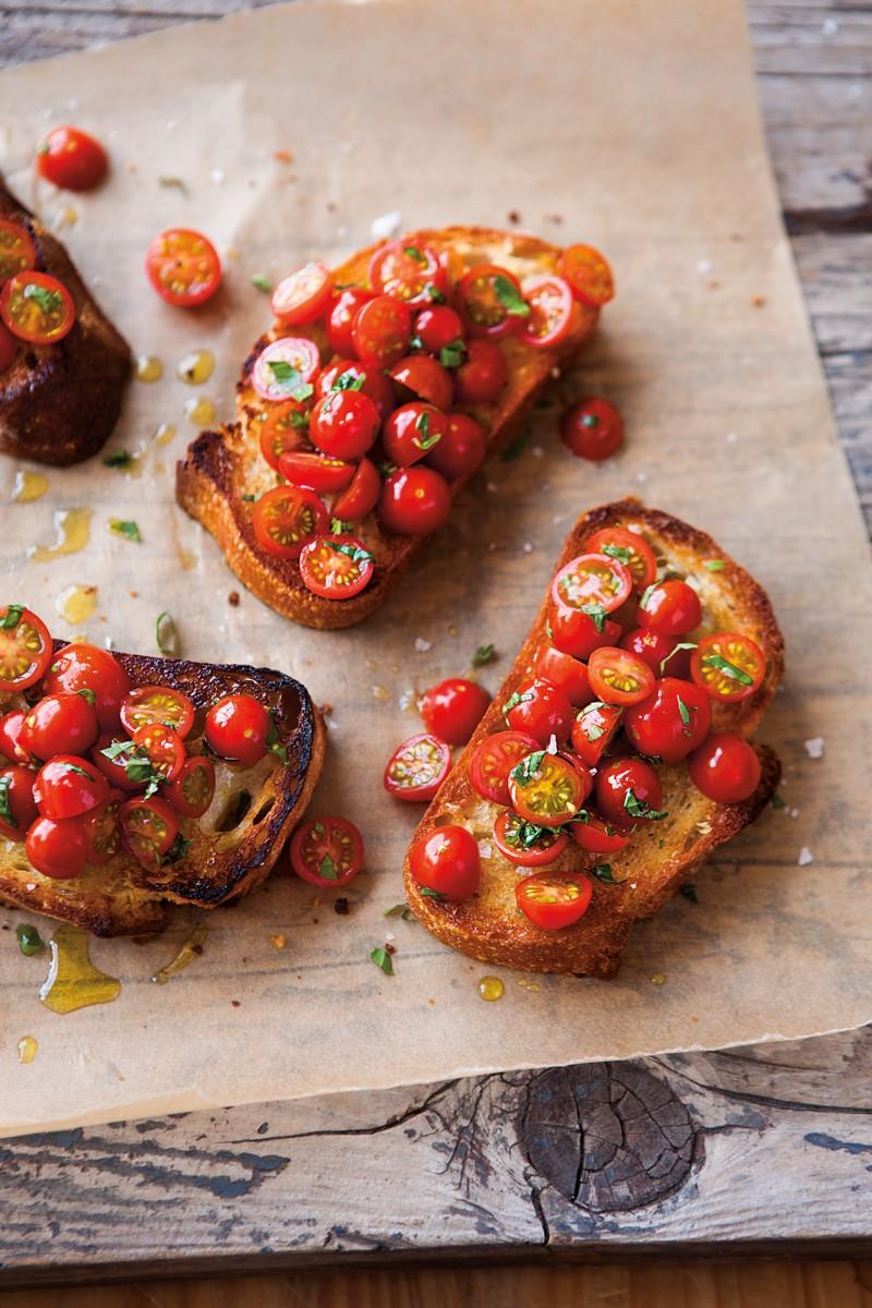 Брускетта с томатами черри