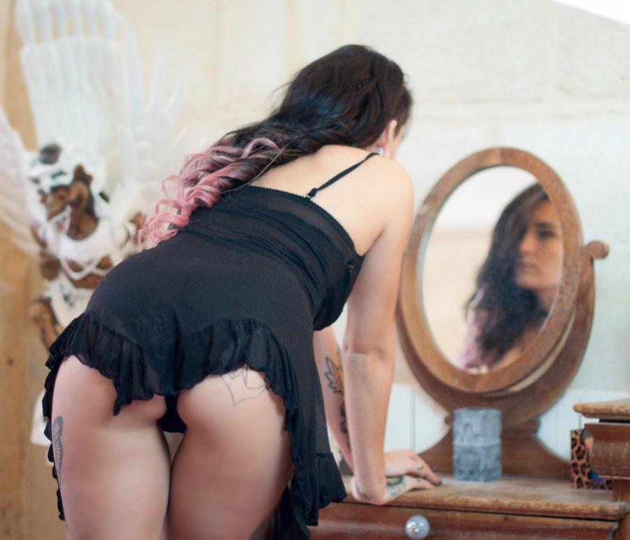 У зеркала