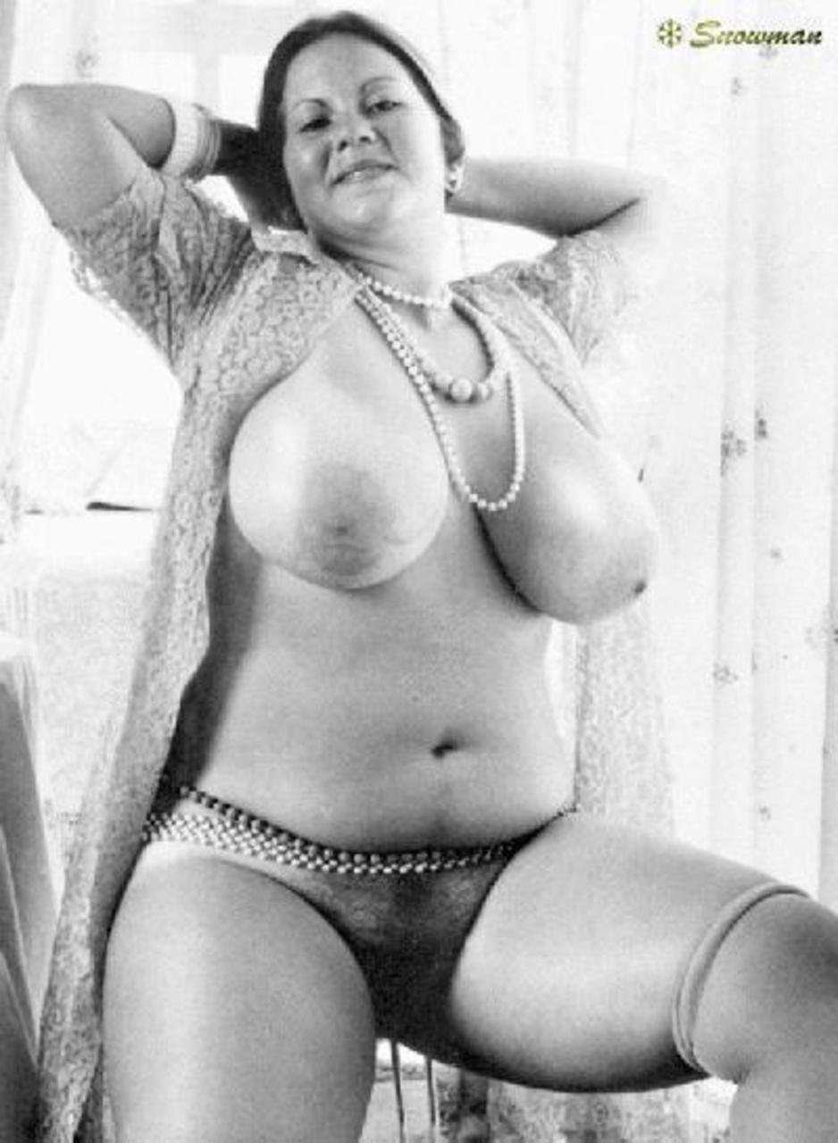 Фото ретро женщин ню зрелых губастая пизда