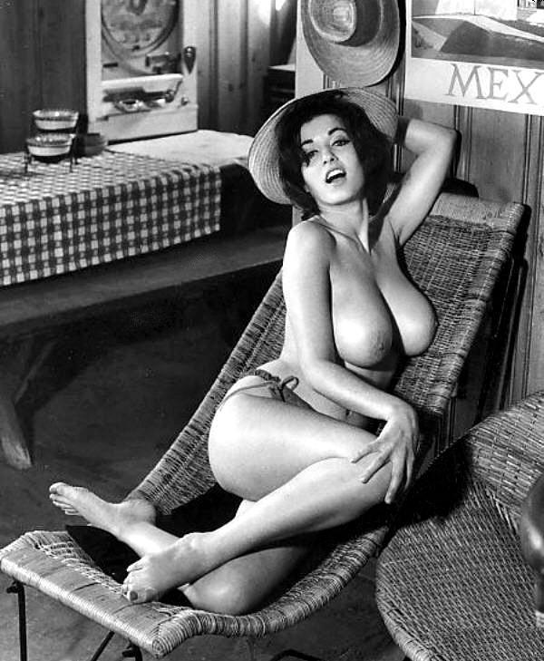 Ретро женские груди фото