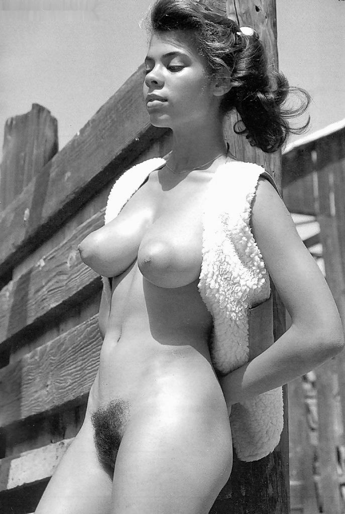 Young retro puffy nipples tube — photo 4
