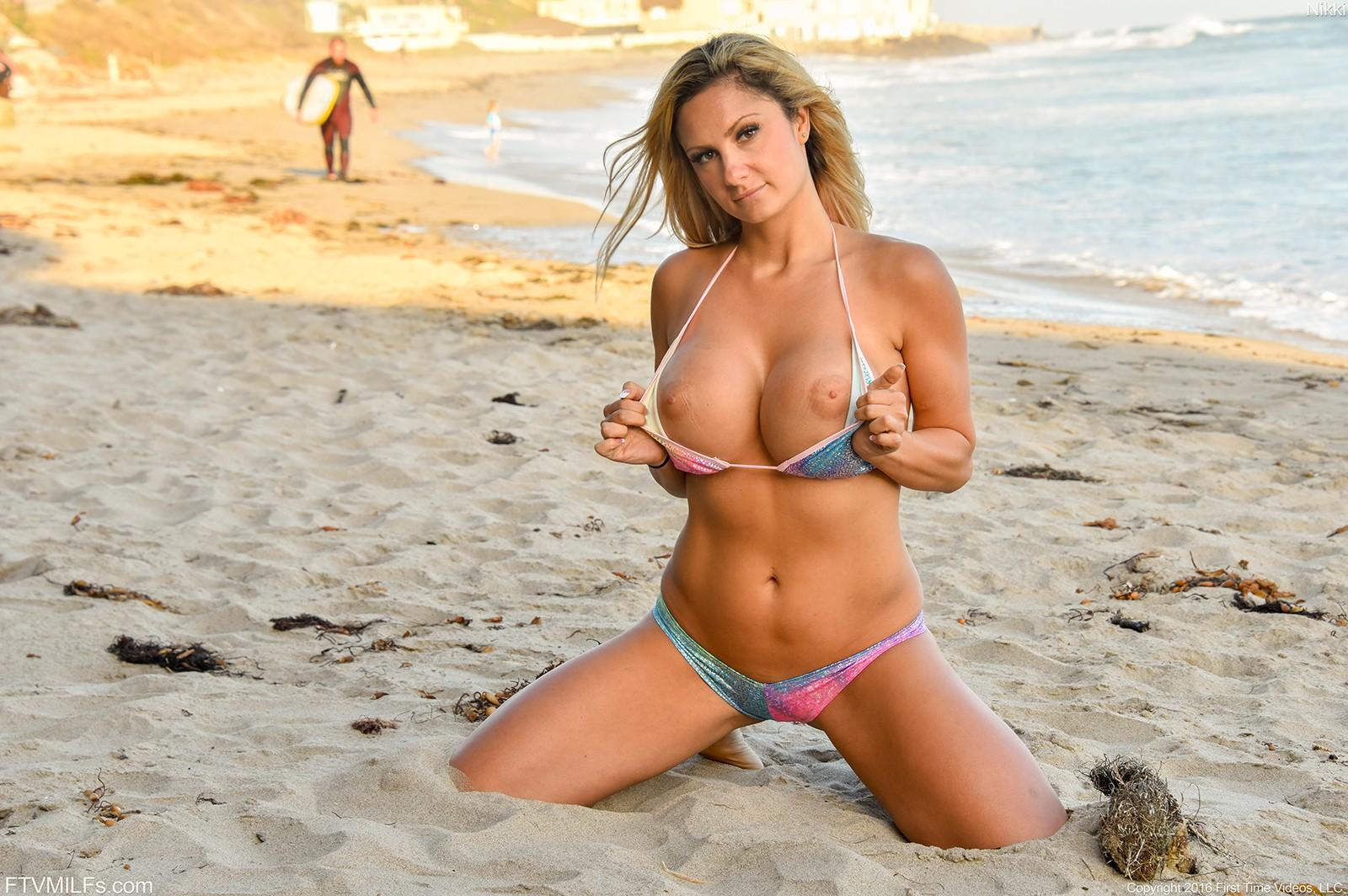 Bikini babe videos