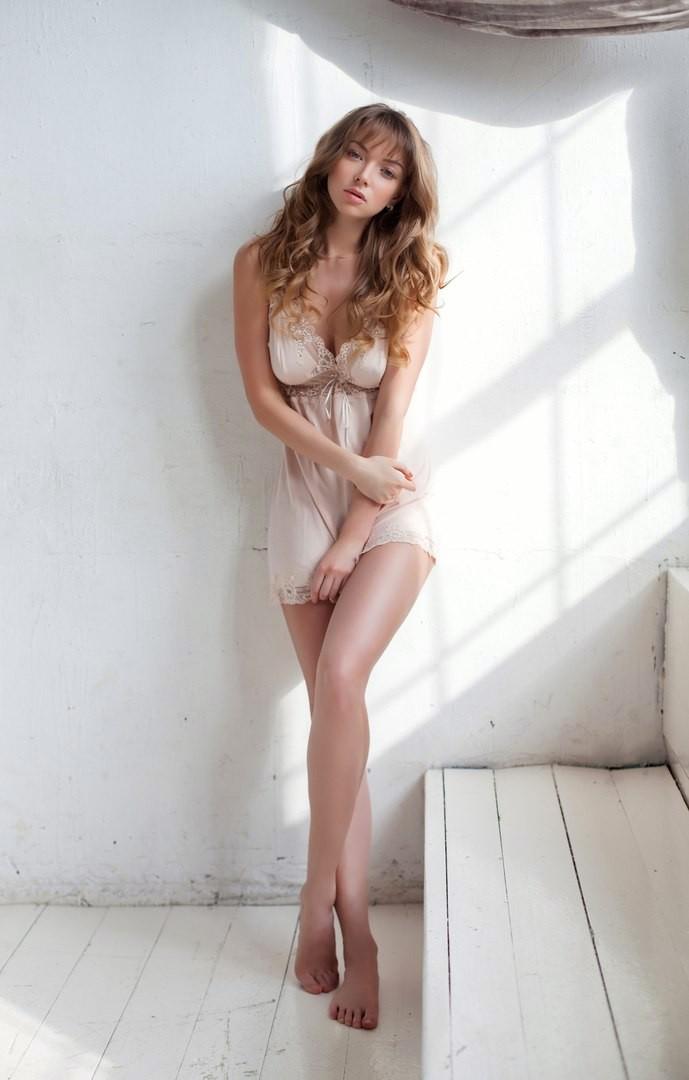 Милашка с длинными ногами