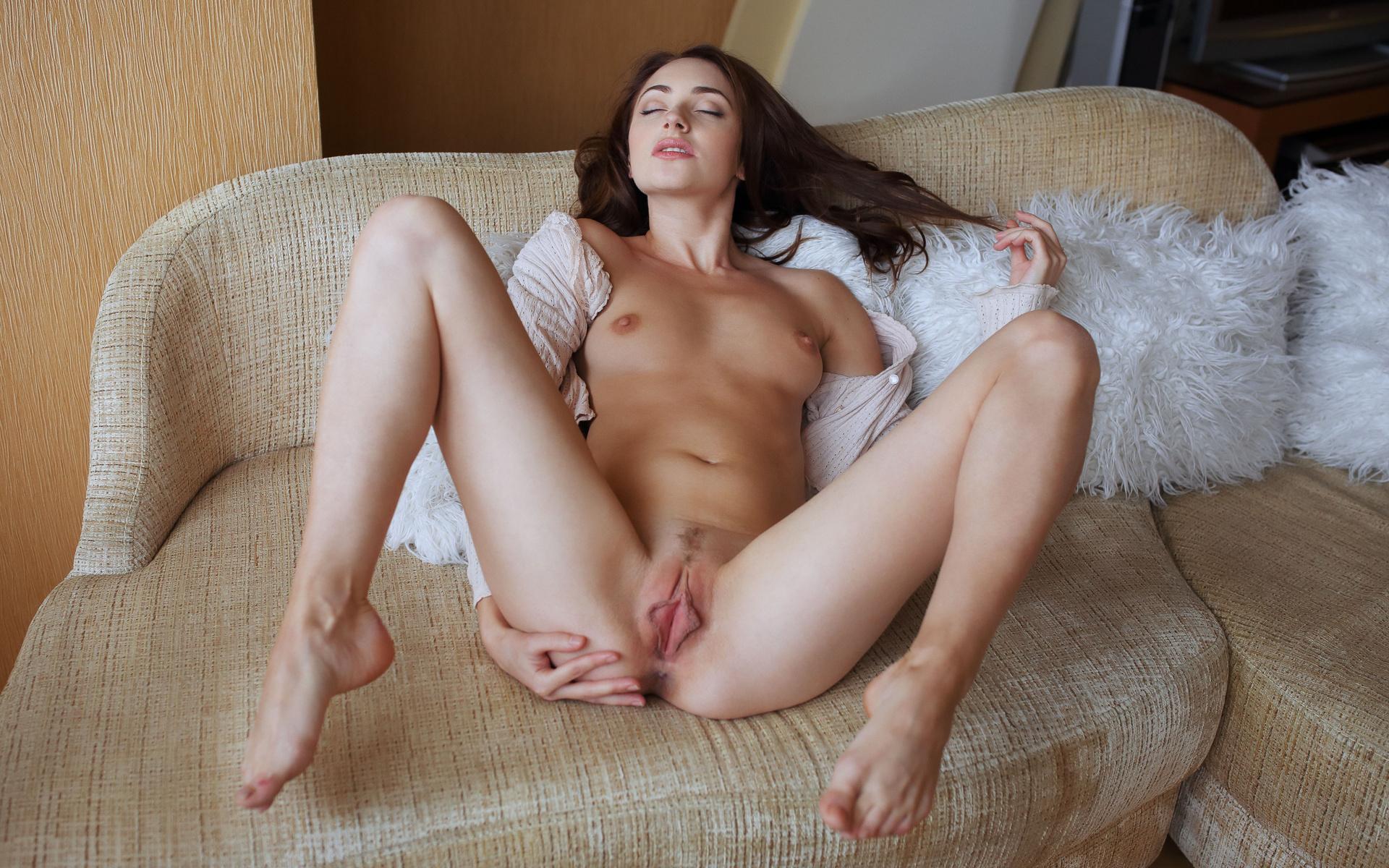 Нога на киске порно фото 13