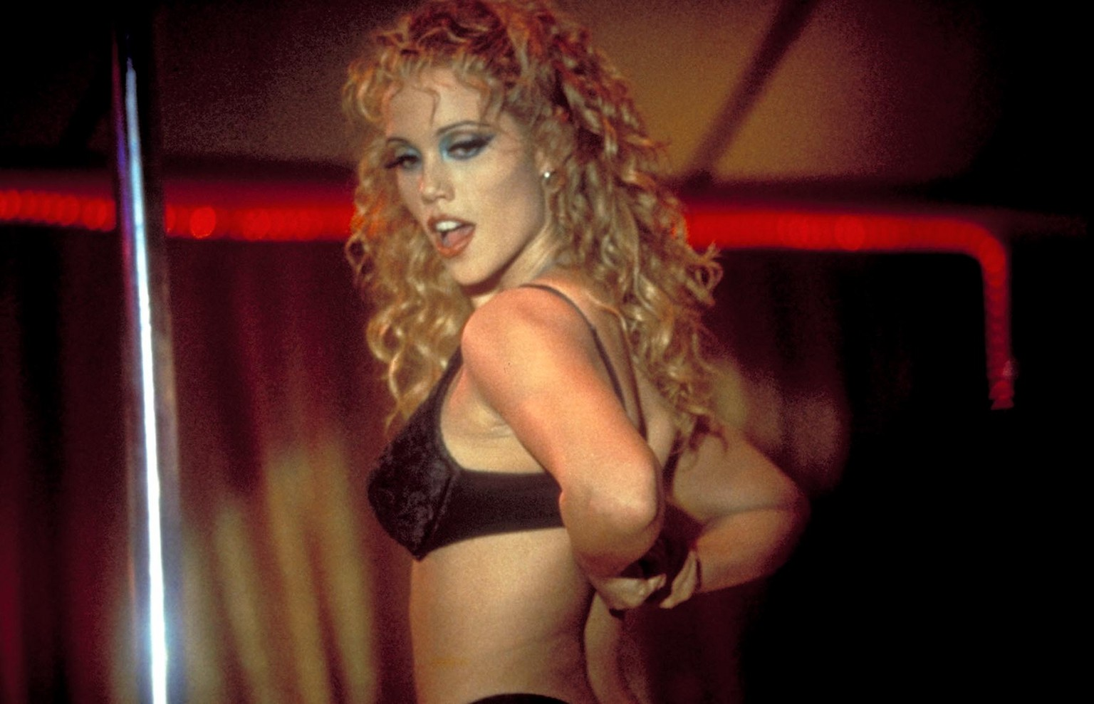 0802180152727_42_Elizabeth Berkley in Showgirls (1995).jpg