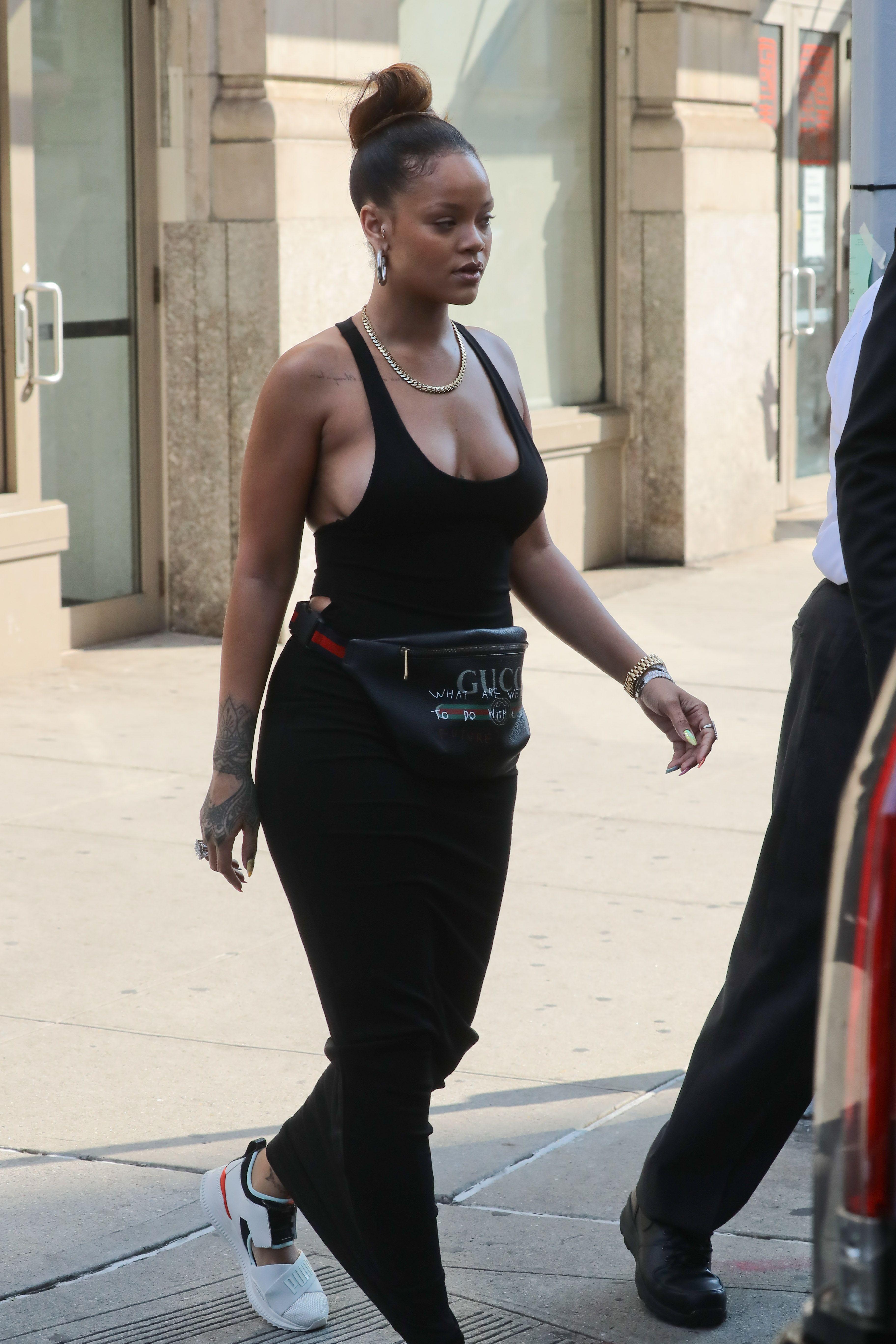 Rihanna-Braless-29-thefappeningblog.com_.jpg