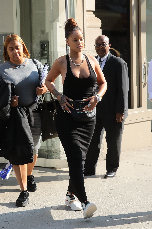Rihanna-Braless-2-thefappeningblog.com_.jpg
