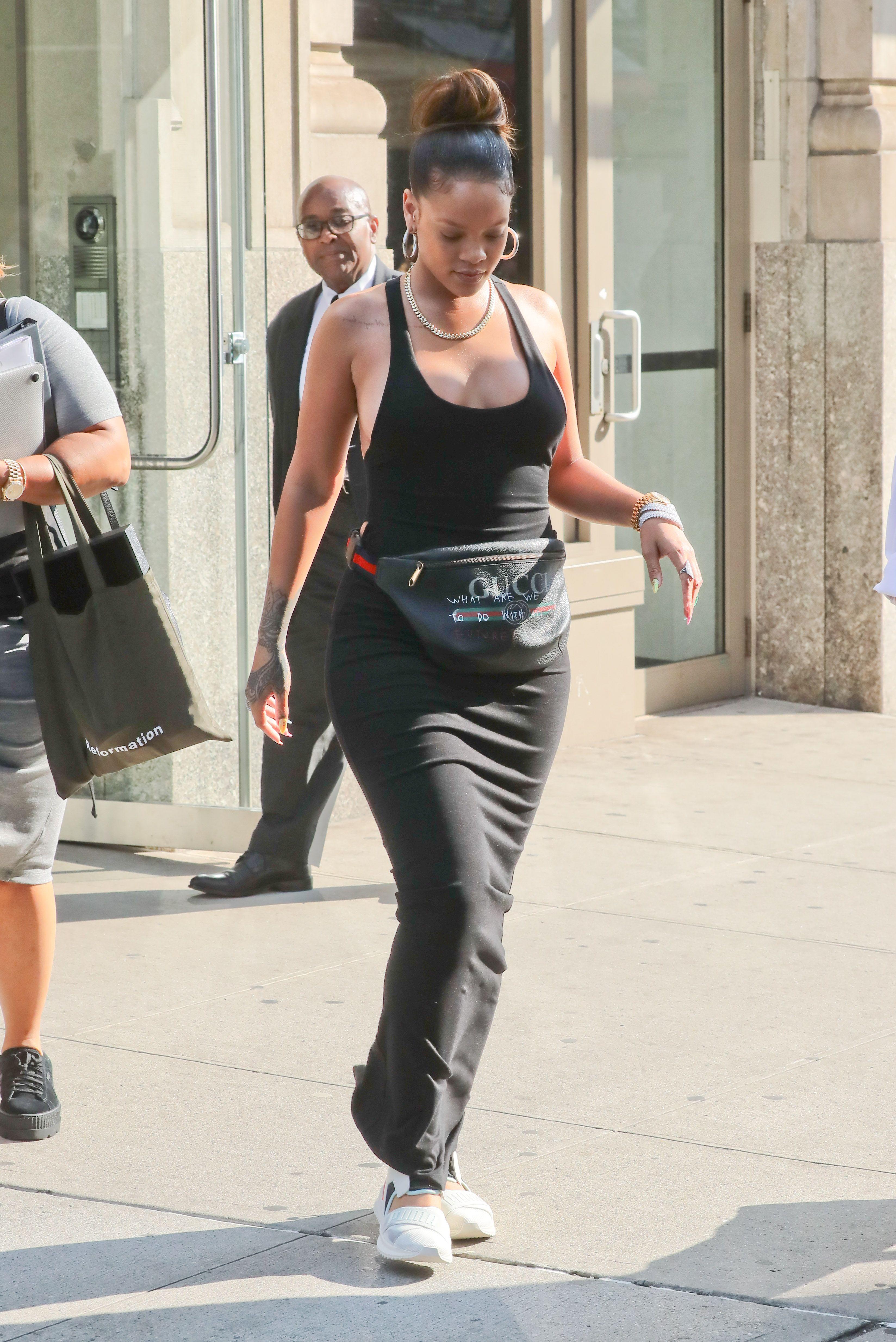 Rihanna-Braless-13-thefappeningblog.com_.jpg