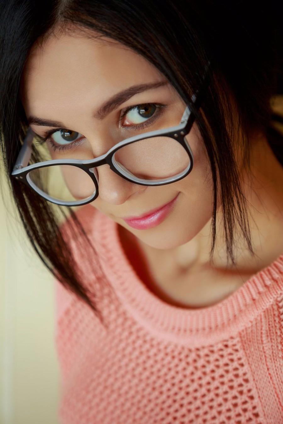 Няша в очках