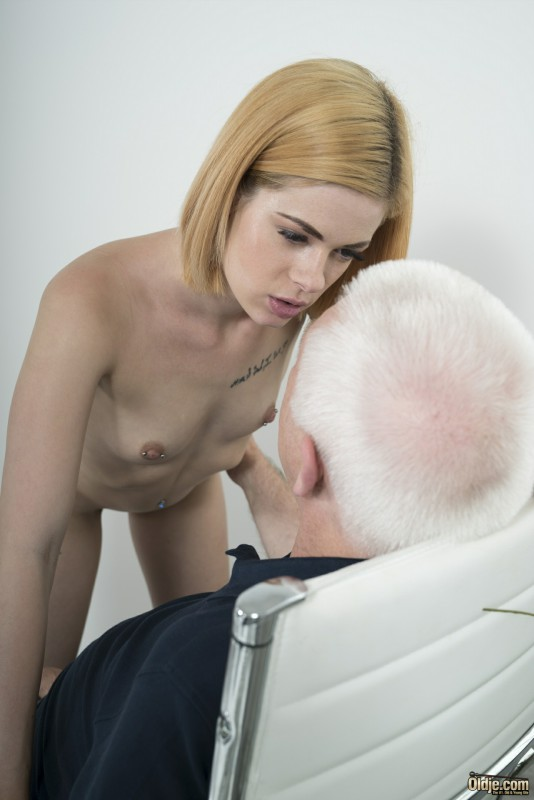 [Oldje.com / ClassMedia.com] Oldje №627 Lilien Ford - Sex For A Raise [2017 г., Oldman & Young girl, blonde, blowjob, doggy-style, missionary, natural-tits, office, piercing, tattoo, 1080p]