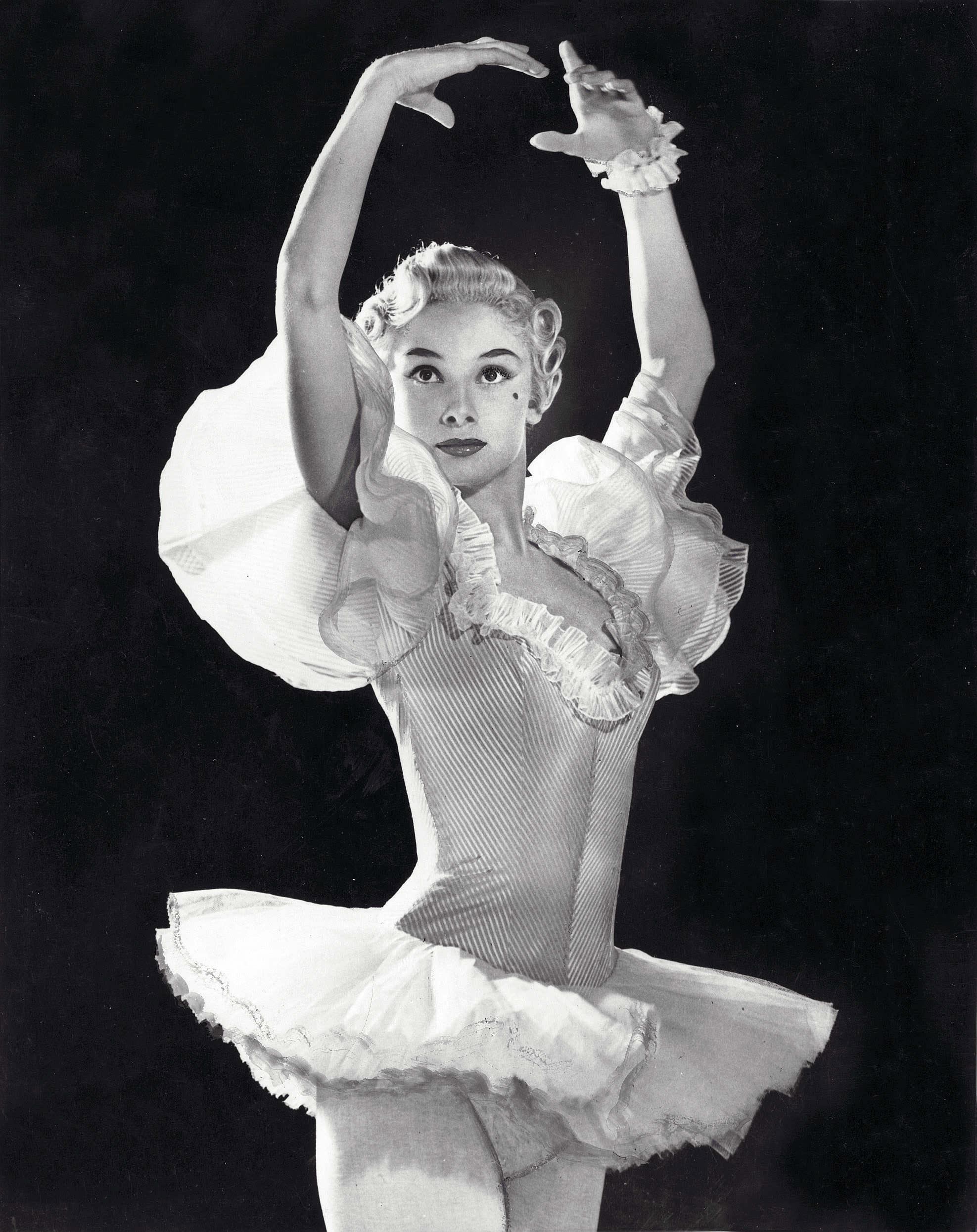 83319_audrey_ballet_dancer_1__122_802lo.jpg