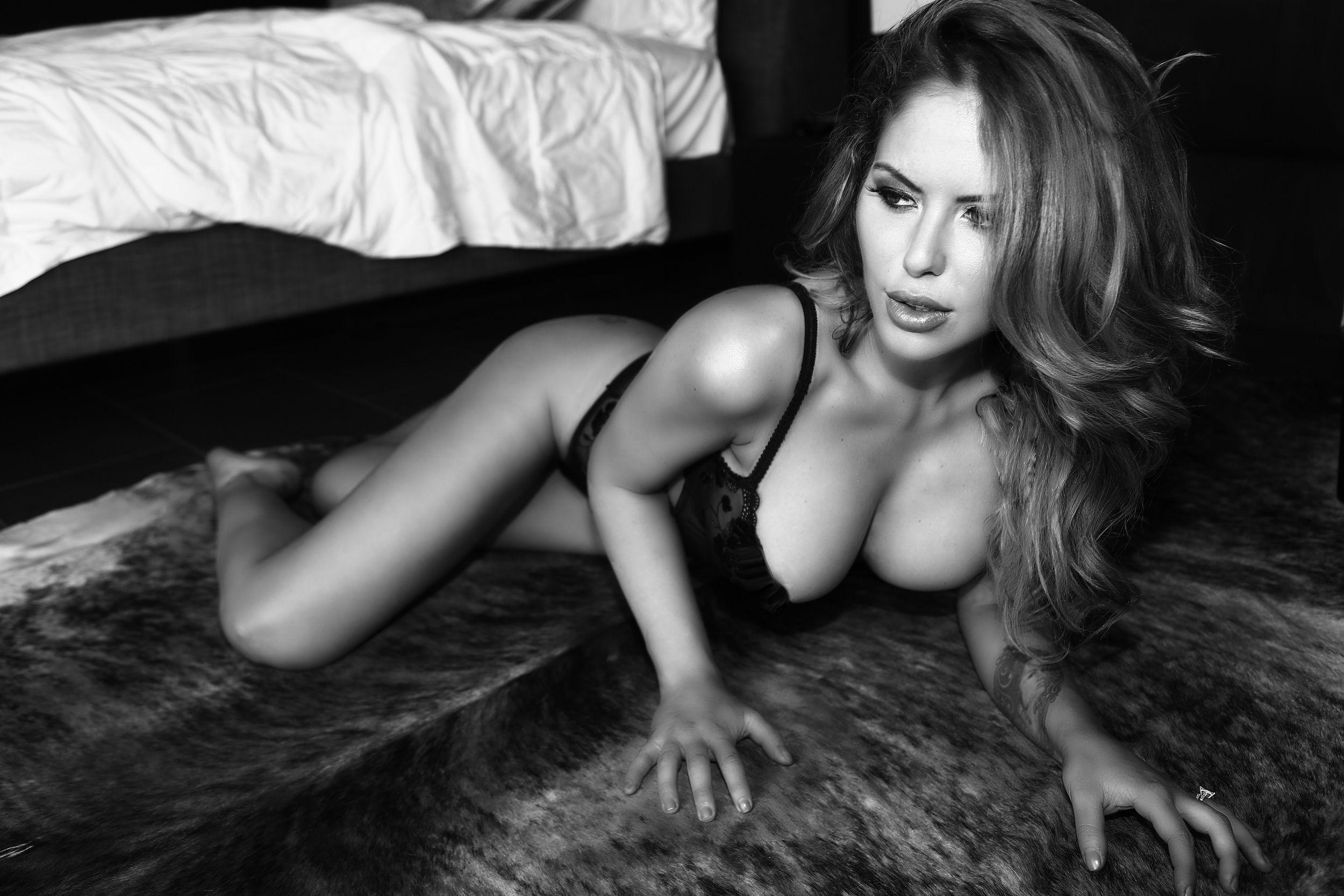 Brittney-Palmer-Sexy-9.jpg