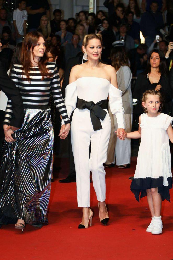 Marion-Cotillard_-3-Faces-Premiere-at-2018-Cannes-Film-Festival--04-662x993.jpg