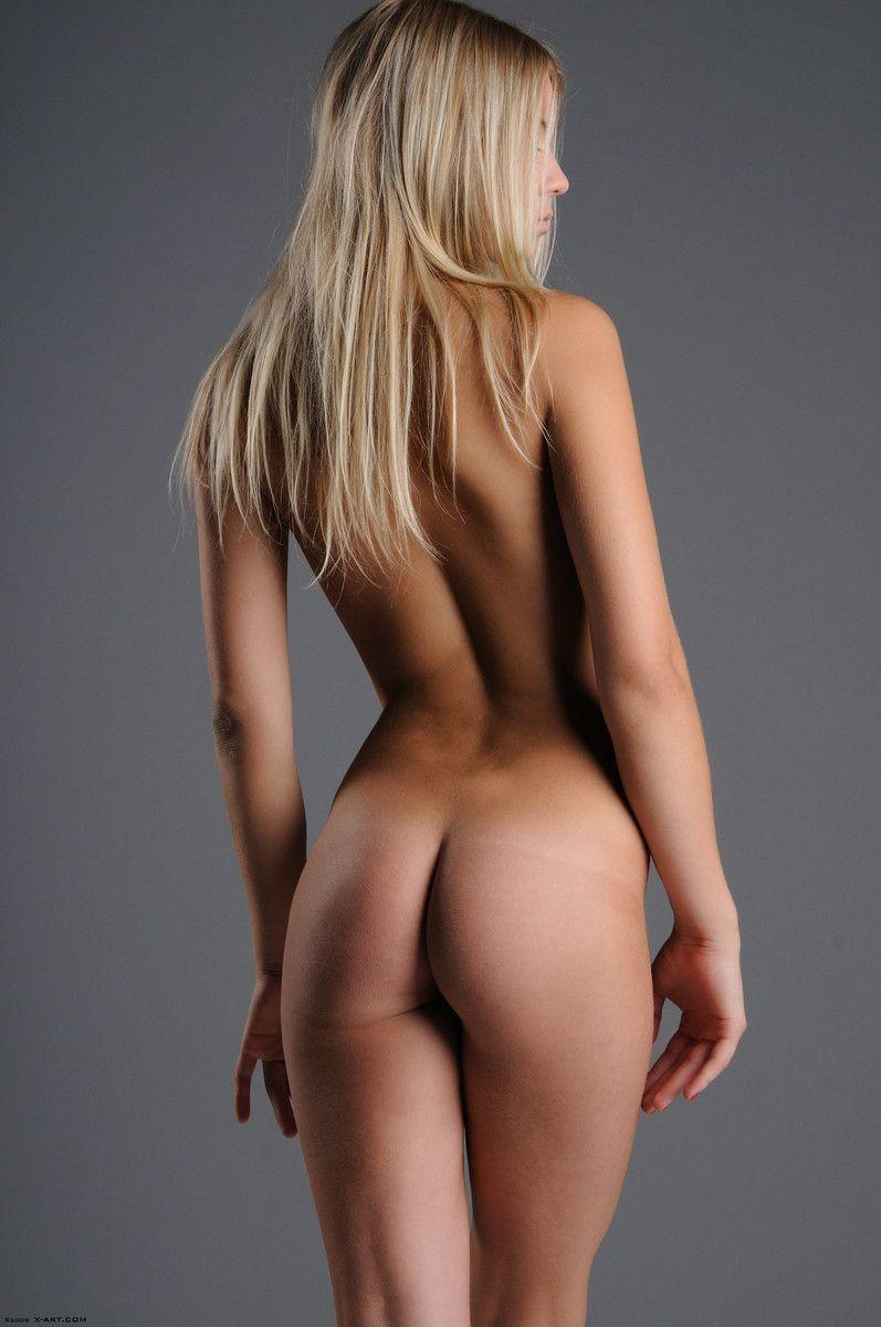 Голая блондинка