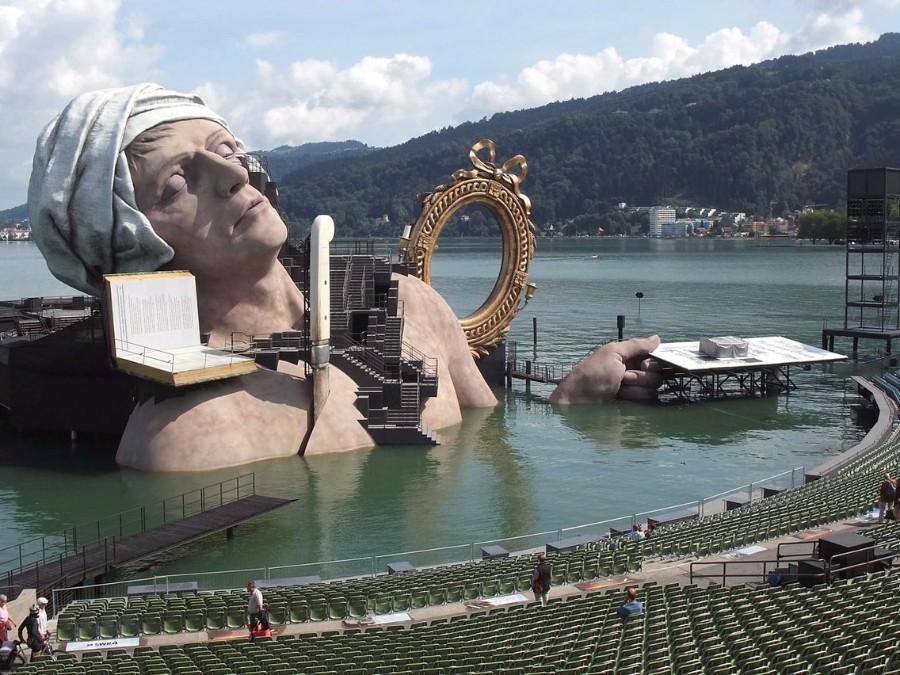 Скульптура на воде