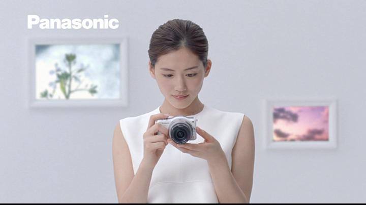 20180722.0807.4 Haruka Ayase - Panasonic Lumix GF5 (White exhibition ver.) (CM) (JPOP.ru).png