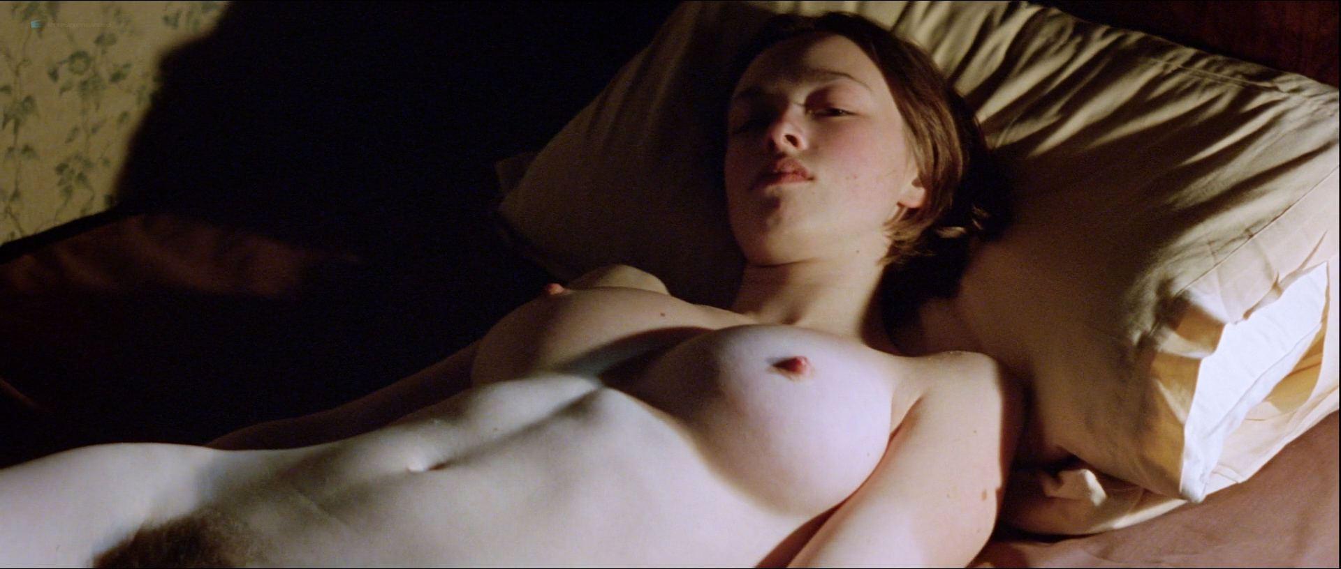 0919023556012_08_Lara-Belmont-nude-bush-and-topless-Tilda-Swinton-Aisling-O_Sullivan-nude-too-The-War-Zone-1999-HD-1080p-Web-010.jpg
