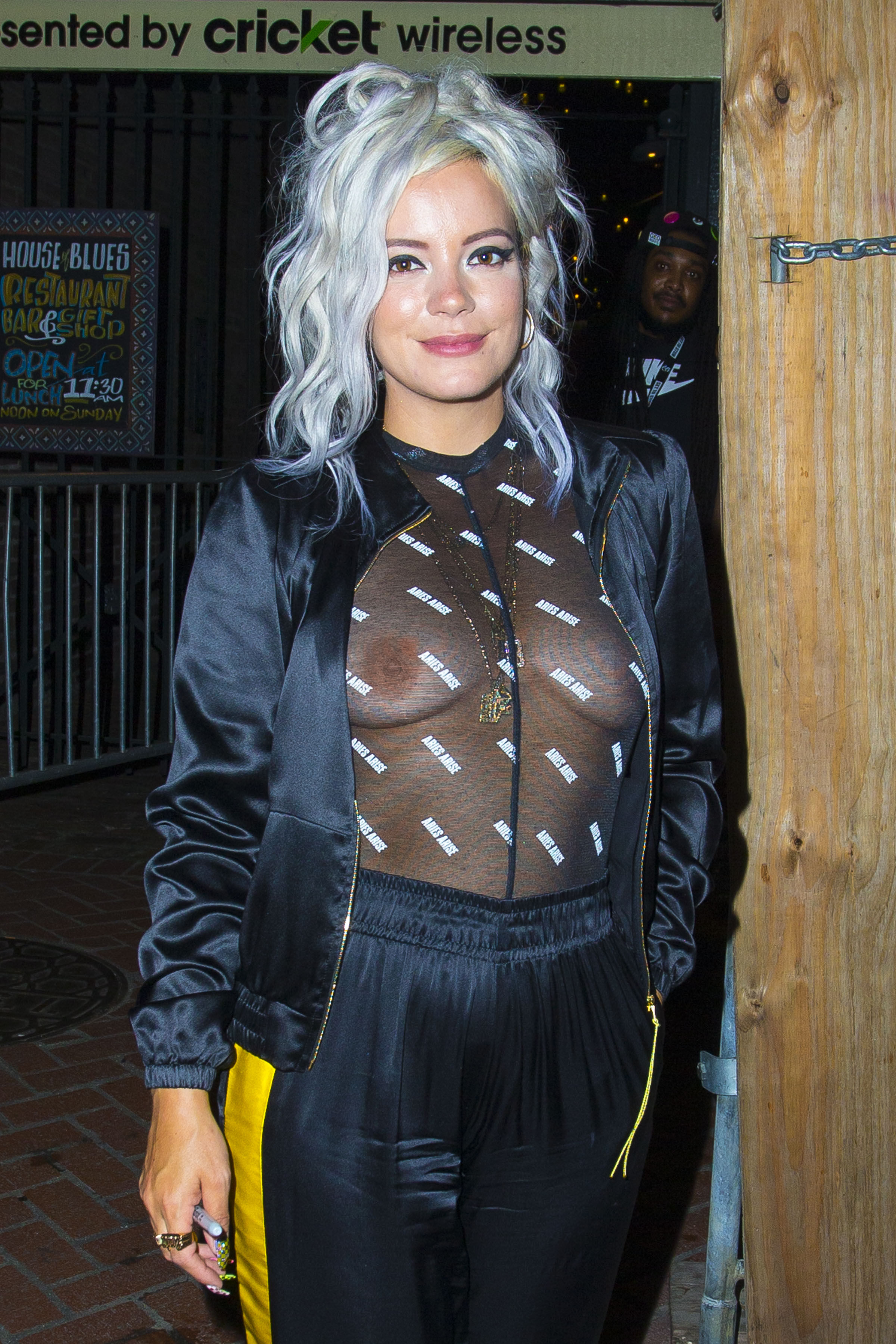 0919040324152_00_Lily-Allen-See-Through-TheFappeningBlog.com-1.jpg