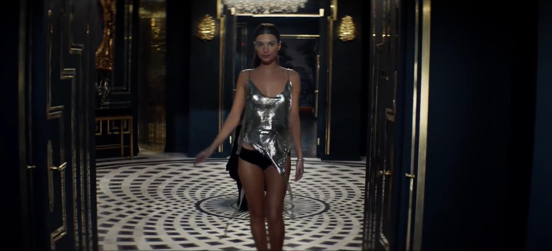 0919035859436_08_Emily-Ratajkowski-Sexy-Topless-Pics-TheFappeningBlog.com-5.jpg