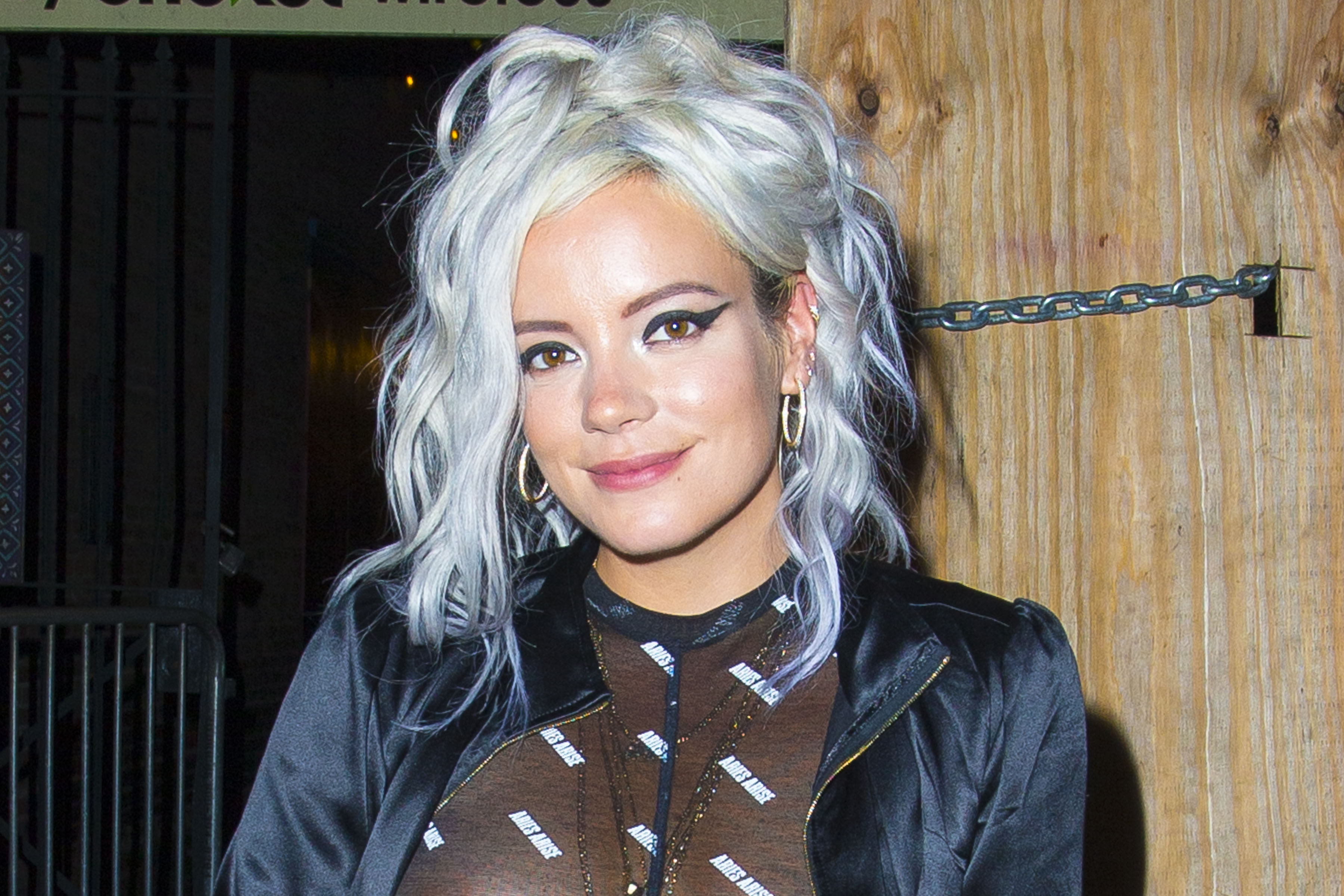 0919040324152_10_Lily-Allen-See-Through-TheFappeningBlog.com-11.jpg