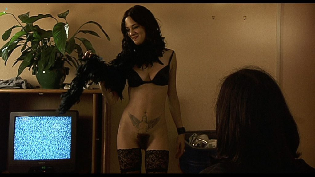 0229045738550_12_Asia-Argento-nude-Selen-and-Vera-Gemma-nude-too-–-Scarlet-Diva-2000-HD-1080p-BluRay-0006-1024x576.jpg