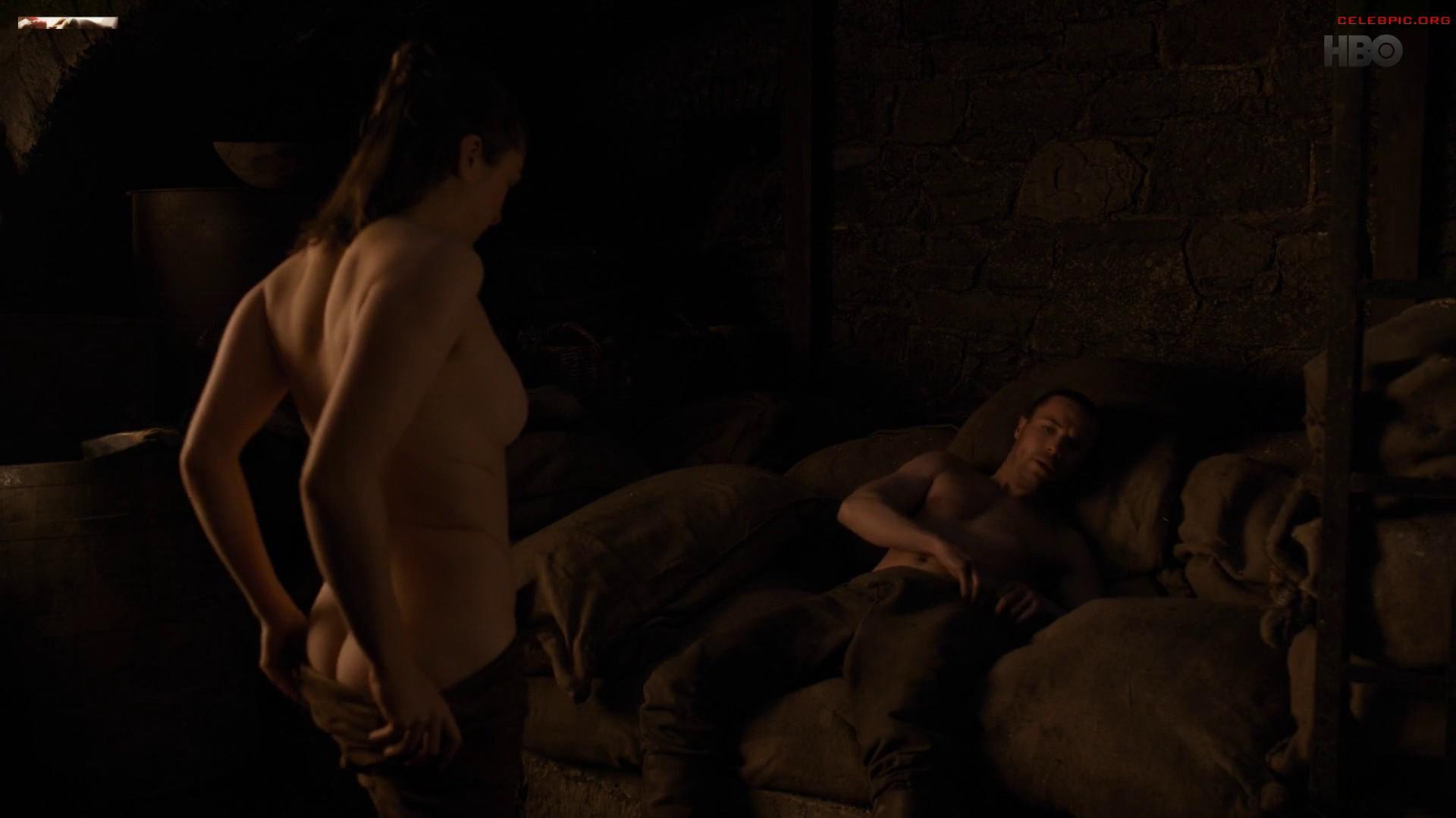 0322054006910_19_Maisie_Williams_-_Game_of_Thrones_S08_E02_1080p__1_271.jpg
