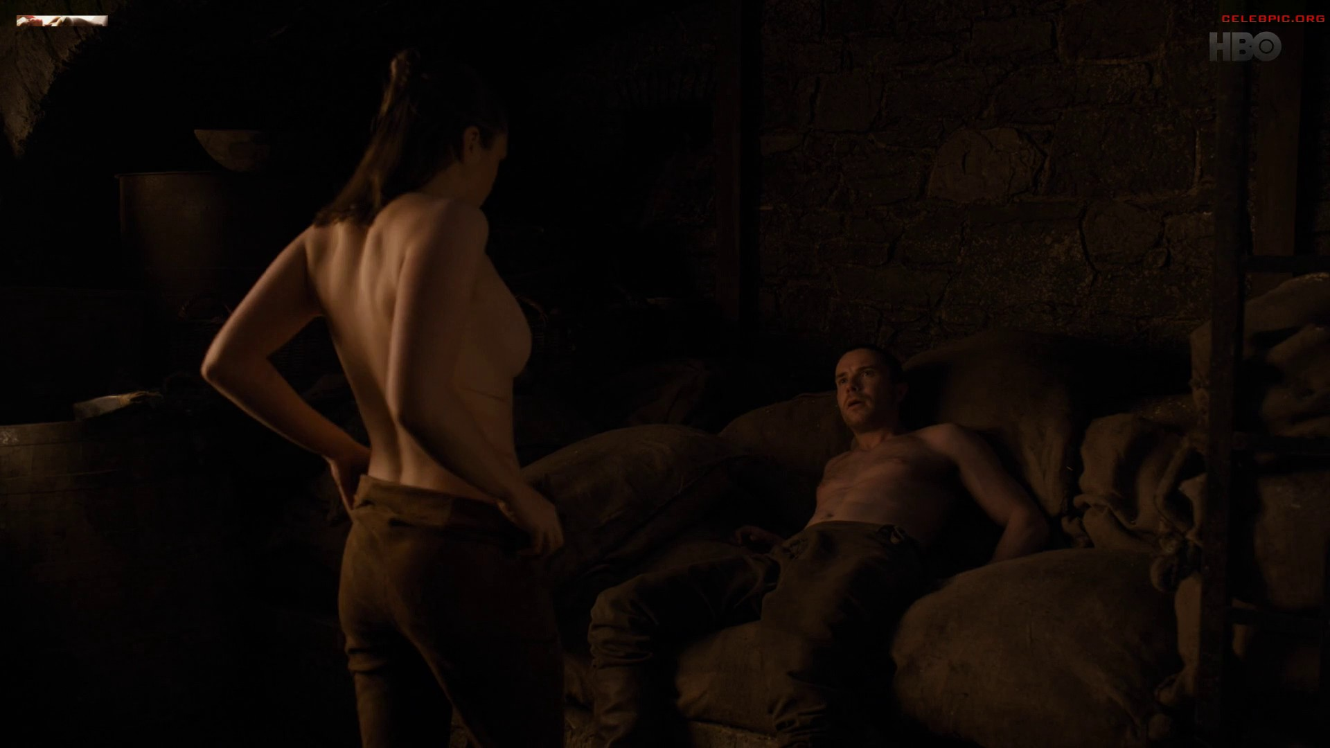 0322054006910_14_Maisie_Williams_-_Game_of_Thrones_S08_E02_1080p__1_258.jpg