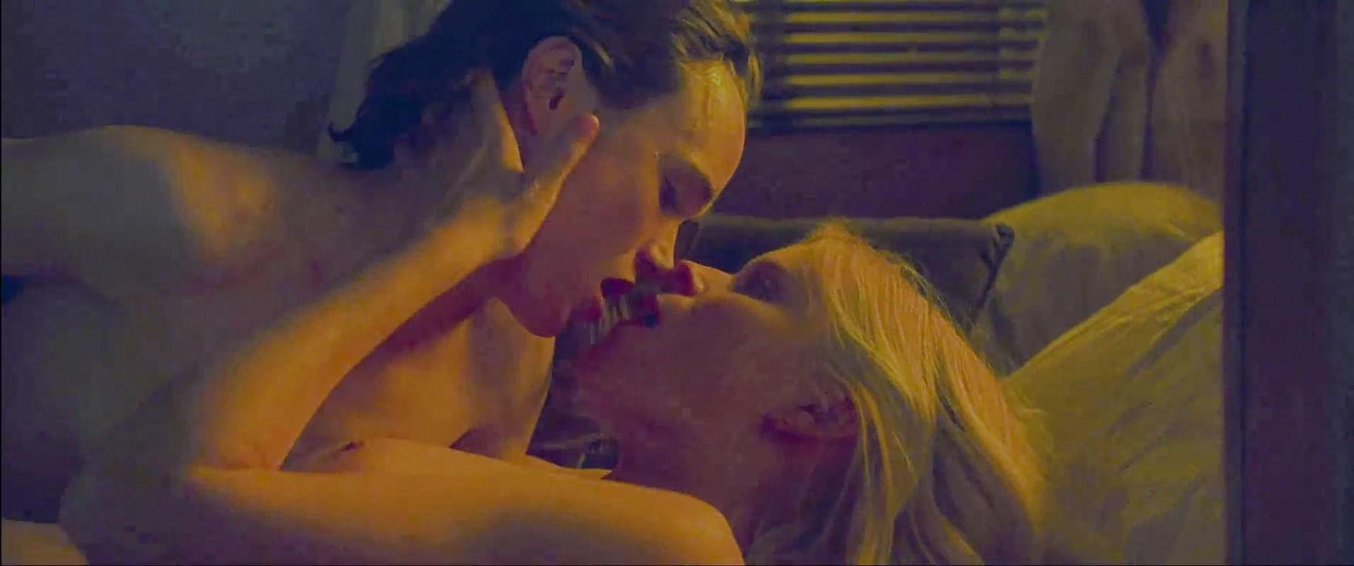 0418173952100_15_Kate-Mara-Ellen-Page-Nude-TheFappeningBlog.com-5.jpg