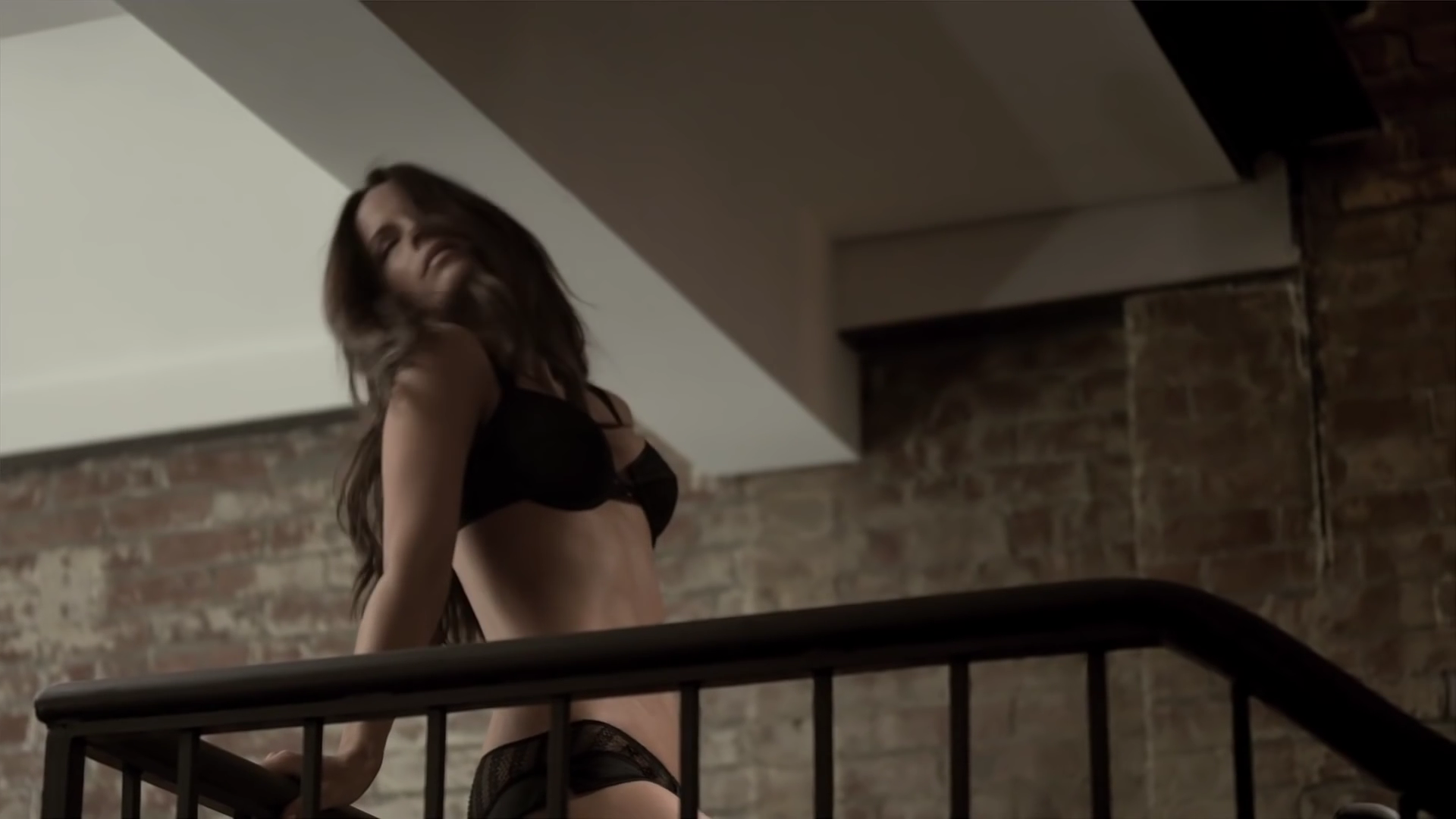 0508212639392_0_Kate_Beckinsale_-_Esquire.mp4_000029560.png