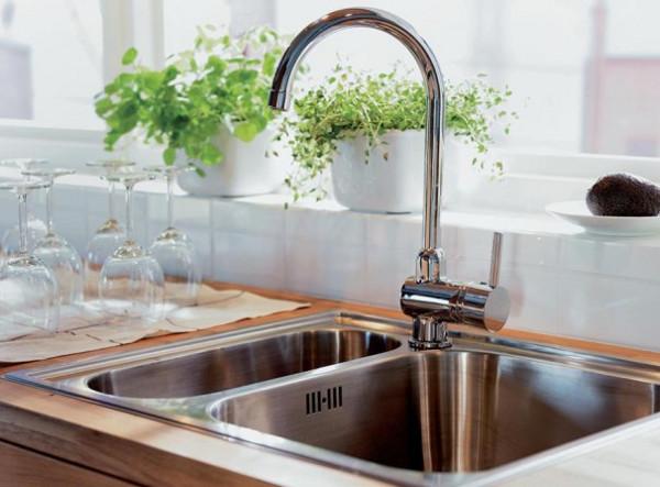 Кухня: выбираем удобную мойку и качественный смеситель